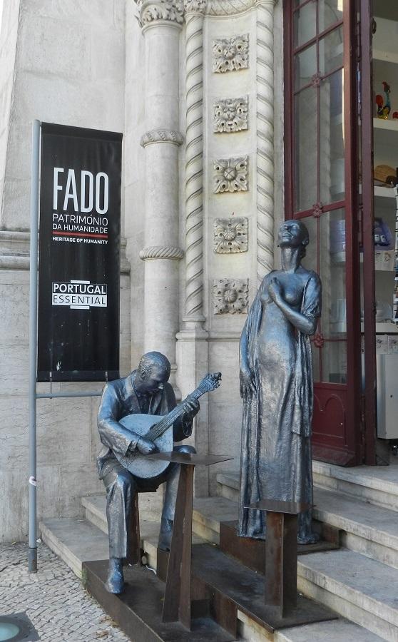 Lisbona: la magia struggente del Fado e la sorpresa dell'Elevador